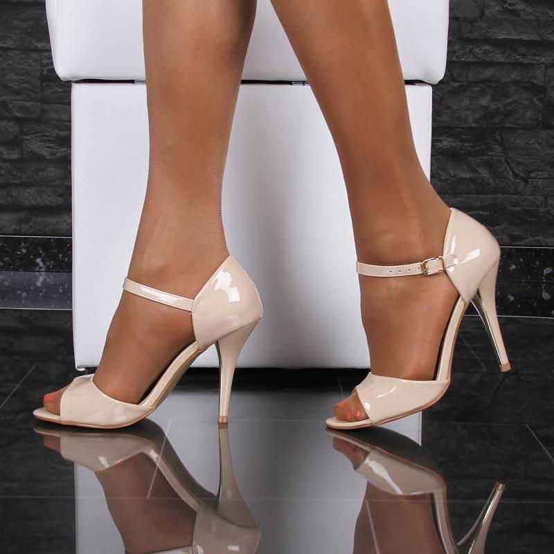 edle riemchen sandaletten in lack optik 29 95. Black Bedroom Furniture Sets. Home Design Ideas